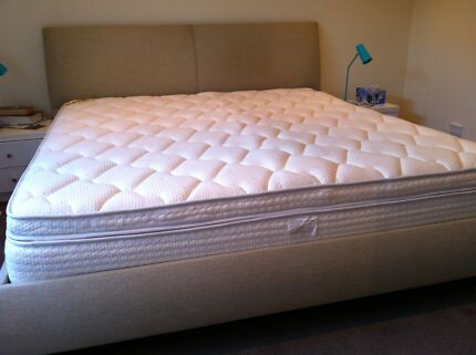 King bed Yatsan North Narrabeen Pittwater Area Preview