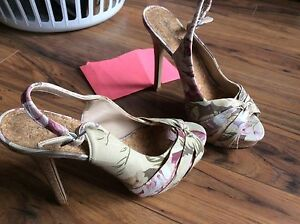 WOMANS SHOES **Like New