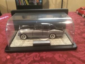Franklin Mint Collection ...1955 Rolls-Royce with casing
