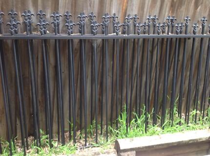 Metal pike fence - 8 panels