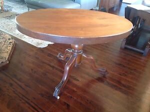 Oval hall table. Arcadia Hornsby Area Preview