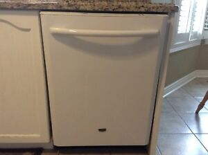 White Maytag dishwasher in excellent condition