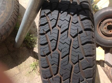 6 stud 15inch 31x10  tyre and rim