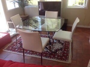 Table dînette avec 4 chaises