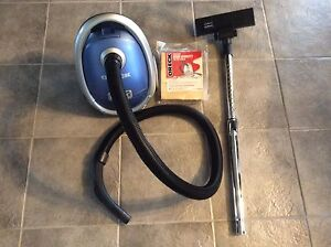 Like New ORECK MC1000X Canister Vacuum Cleaner