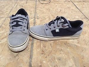 DC skate sneakers shoes men size 10, very good condition