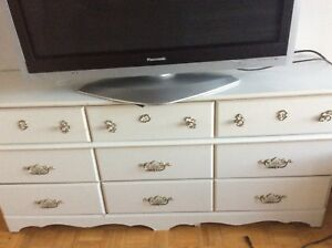 Dresser,solid wood big one,good conditions