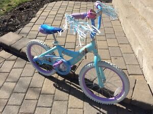 55$ Vélo Disney Frozen, roues 18 po. excellente condition.