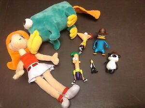 Figurines jouets peluches Phineas ferb Perry l'ornithorynque .