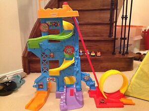 Fisher Price Stand N Play Amusement Park and 18 Wheelie cars
