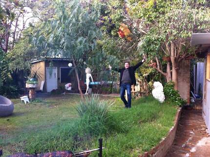 cool house with cool poeple with a massif back yard, South Yarra Stonnington Area Preview