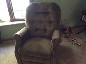 Electric Lift (recliner) chair  (in Fort Frances)