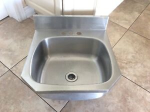 WALL MOUNTED STAINLESS STEEL SINK DIM 18.5x19.5