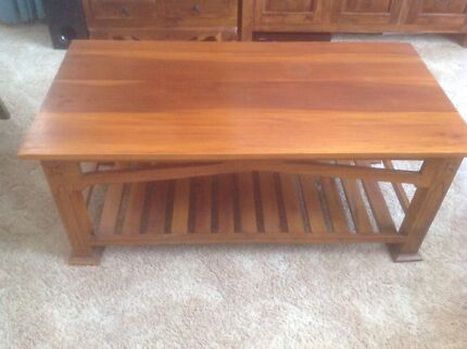 Carved coffee table Tuncurry Great Lakes Area Preview