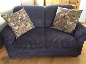 Lazy boy love seat with cushions