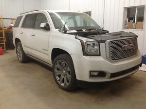 2016 GMC Yukon Denali AWD 6.2L 60,000KM. Sunroof DVD leather