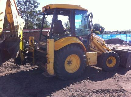 Used New Holland LB110B Backhoe with 4 in 1 and 450mm dig bucket Thornton Maitland Area Preview