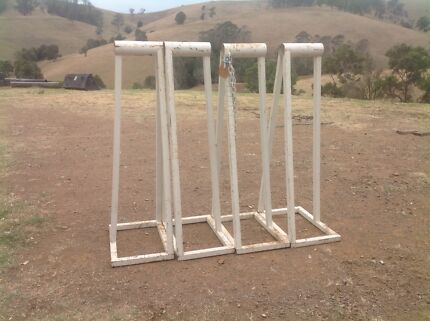 Cattle crate stands