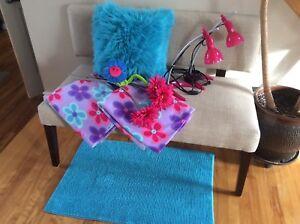 Jolies décorations roses et turquoises pour chambre de fille