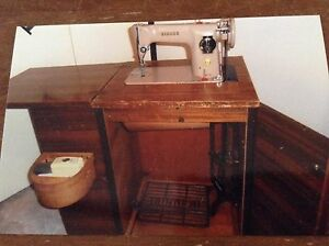 Singer sewing machine Roleystone Armadale Area Preview