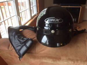 Casque de moto noir de marque CKX.