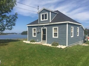 Charming cottage by the ocean. Weekly rental. NON SMOKING.