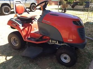 Ride on lawnmower York York Area Preview