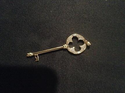 Diamond & 9ct yellow gold key pendent. Brand new. Unwanted gift. Eaton Dardanup Area Preview