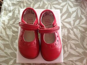 Clark toddler shoes in GUC. Size 5.5