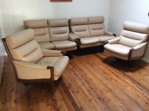 Chiswell leather lounge suite Coolamon Coolamon Area Preview