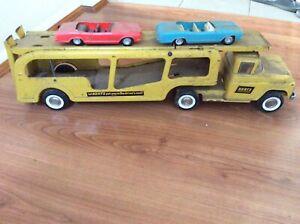 Old hertz car carry truck