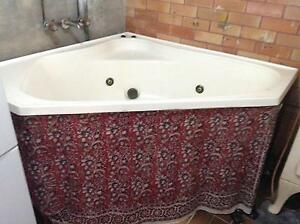SPA BATH (indoor) WITH ONGA PUMP Arcadia Vale Lake Macquarie Area Preview