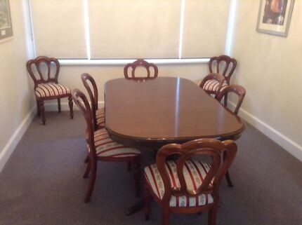 Mahogany Extension Table & 8 Chairs