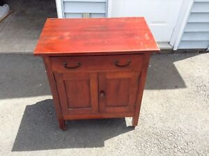 BEAUTIFUL LITTLE ANTIQUE COMMODE