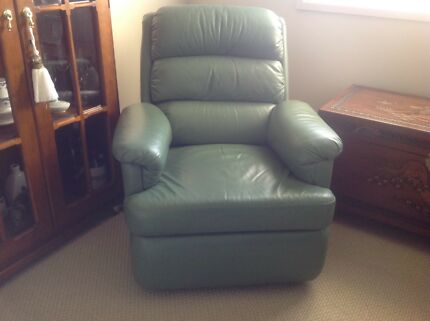Moran leather recliner & Moran leather recliners and ottomans | Armchairs | Gumtree ... islam-shia.org