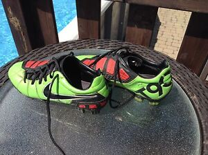 Soulier soccer Adidas T90