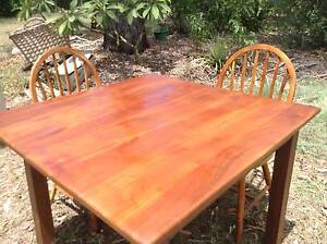 LOVELY  SOLID  WOOD  DINING  SET  IN  GOOD  CONDITION Stockleigh Logan Area Preview