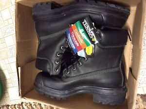 Brand new man size 7.5 steel toe work boots