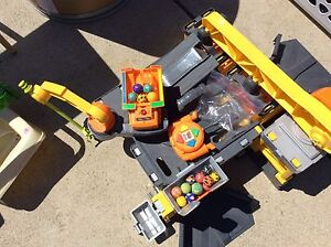 Fisher price construction set