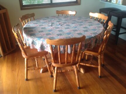 Round Table And 6 Chairs Solid Timber