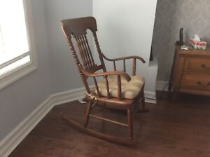 Wooden rocking chair with pad