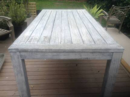 limewash outdoor timber dinning table