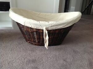 BNWT Large oval basket