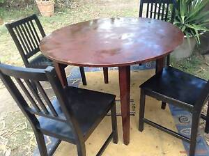 SOLID  WOOD  DINING SETTING IN  GOOD  CONDITION Stockleigh Logan Area Preview