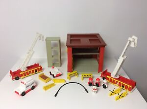Fisher Price vintage Little People Fire Station