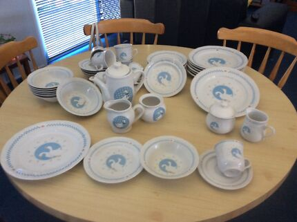 Denby Luxor dinner set - 6 place settings plus additional items ...