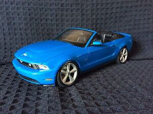 Diecast 1/18 Maisto Ford Mustang GT 2010 Convertible