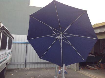 Outdoor Courtyard Umbrella