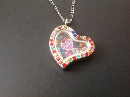 Magnetic locket with chain