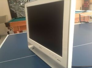 Small TV Sony KDL-19M4000